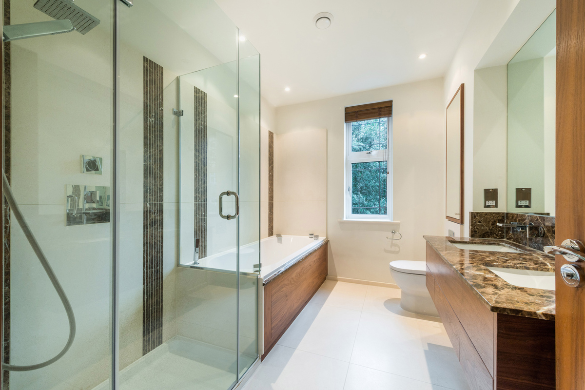 Medium bathroom  1